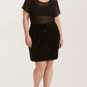 TORRID - BLACK VELVET PULL-ON MINI SKIRT - 4X
